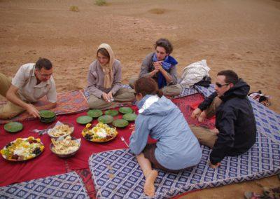 Dîner dans le désert au Maroc