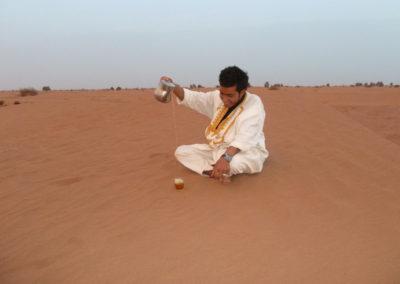 Thé à la menthe dans le désert avec Younès